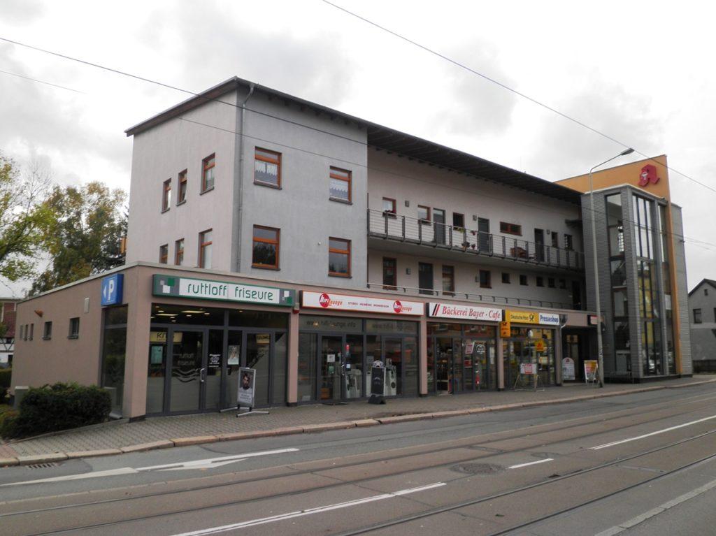 Haus mit Praxen und Geschäften